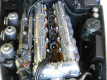 jaguar_xk150-engine.JPG (108680 octets)