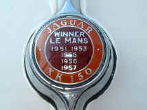 jaguar_xk150_badge_.JPG (174969 octets)